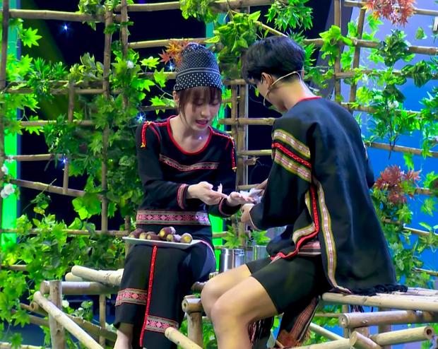 Han Sara bất ngờ được soái ca Ê Đê lên tận show tỏ tình để hỏi cưới - Ảnh 6.