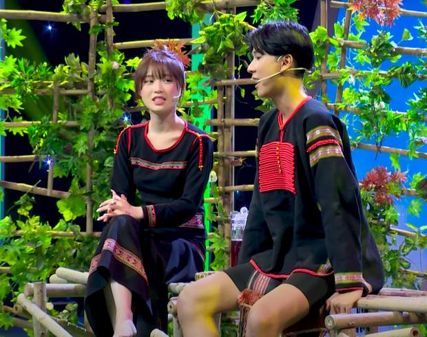 Han Sara bất ngờ được soái ca Ê Đê lên tận show tỏ tình để hỏi cưới - Ảnh 2.