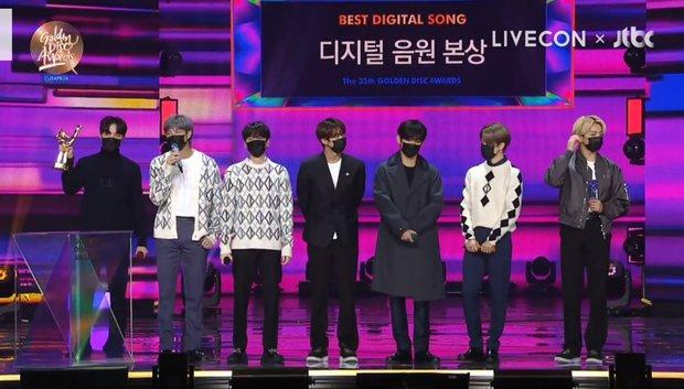 BTS xuất hiện đủ 7 người nhận giải nhưng lại mất Daesang về tay IU tại Grammy Hàn Quốc 2021; BLACKPINK, Red Velvet ở nhà vẫn có giải - Ảnh 3.