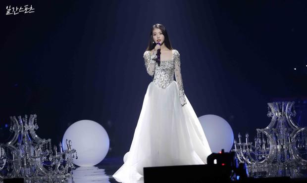 IU vừa ẵm trọn Daesang tại Grammy Hàn Quốc 2021 đã thông báo comeback ngay tháng 1 khiến fan đứng ngồi không yên - Ảnh 3.
