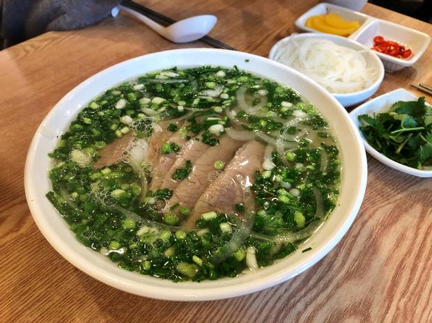Người Hàn Quốc bình chọn 14 món ăn tiêu biểu của ẩm thực Việt Nam, đọc tới màn giới thiệu bánh mì mới thấy có gì đó sai sai? - Ảnh 1.