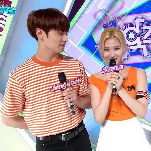 Mật báo Kbiz: Son Ye Jin - Hyun Bin cưới gấp, Rosé bị tố ngạo mạn, Red Velvet tiếp tục có biến nhưng chưa căng bằng couple BTS - TWICE - Ảnh 3.