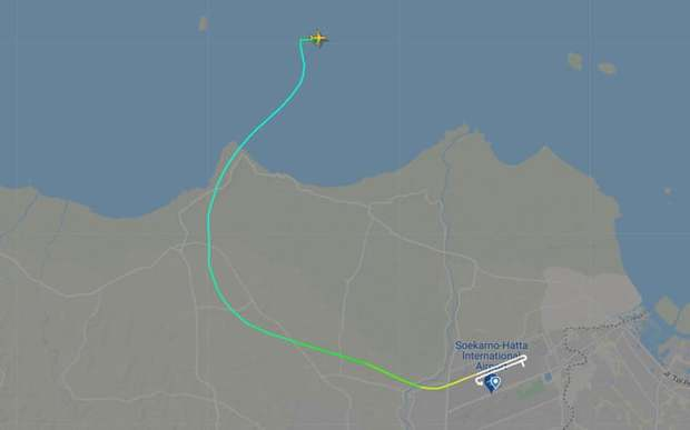 Nóng: Xác nhận máy bay Boeing 737 chở 62 người tại Indonesia rơi xuống biển sau 5 phút cất cánh, không thấy dấu hiệu người sống sót - Ảnh 1.