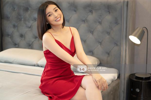 Căn hộ của Cao Thái Hà: Phòng khách sống ảo đẹp hơn phòng ngủ, tủ để túi hiệu nhìn mê, ngó đến phòng quần áo giật mình - Ảnh 5.
