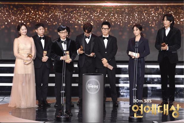 Song Ji Hyo từng cảm ơn dàn sao Running Man nhưng lại tổn thương Lee Kwang Soo tại lễ trao giải, lý do là gì đây? - Ảnh 2.