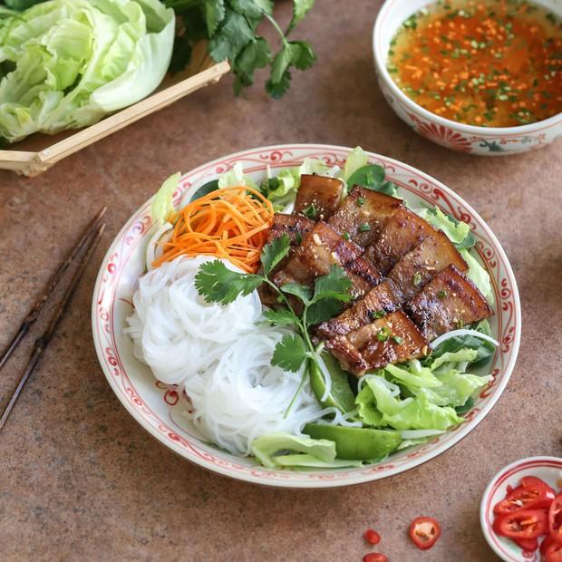 Người Hàn Quốc bình chọn 14 món ăn tiêu biểu của ẩm thực Việt Nam, đọc tới màn giới thiệu bánh mì mới thấy có gì đó sai sai? - Ảnh 5.