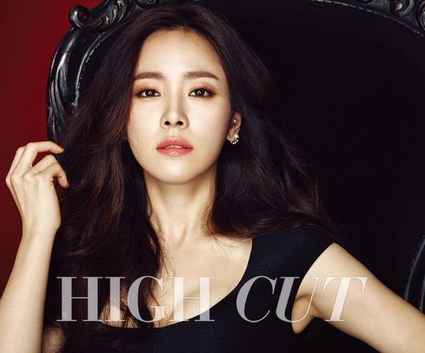 5 bóng hồng bước qua đời So Ji Sub: Toàn mỹ nhân ngực khủng căng tràn bờ đê, Son Ye Jin học vấn thua xa vợ tài tử - Ảnh 50.