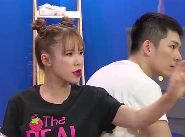 Lên show thực tế mà Khởi My - Kelvin Khánh tỉnh bơ kể thói ham ăn, tiết lộ để cả tủ đồ ăn vặt… trong toilet - Ảnh 1.