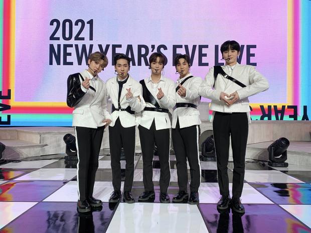 Top 30 nhóm nhạc nam hot nhất xứ Hàn: BTS mở bát xưng vương năm mới, choáng nhất là thứ hạng cả dàn idol nhà SM - Ảnh 11.