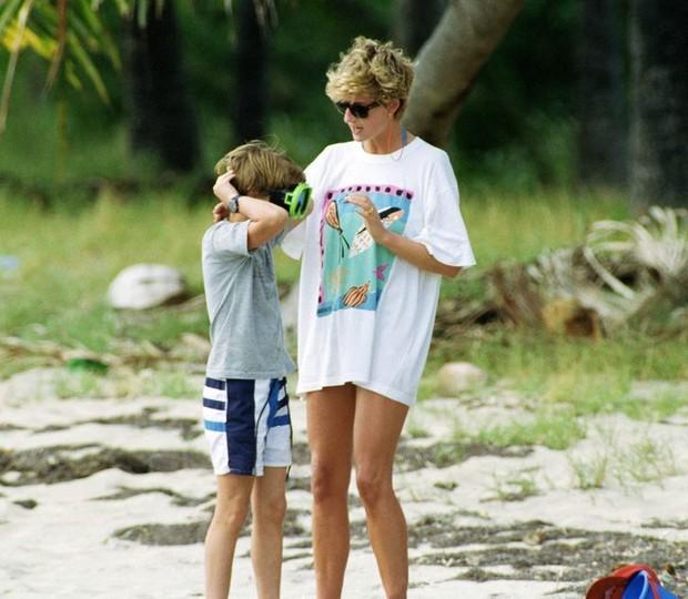 Những lần Công nương Diana không ngại phá vỡ quy tắc hoàng gia để nuôi dạy con theo ý riêng nhưng lại nhận được sự ủng hộ của dân chúng - Ảnh 6.