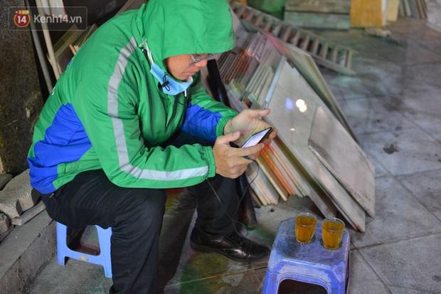 Câu chuyện về đội thiên thần cứu hộ giúp đỡ hàng nghìn người gặp nạn trên đường phố Hà Nội: Rét mấy cũng trực cứu người! - Ảnh 2.