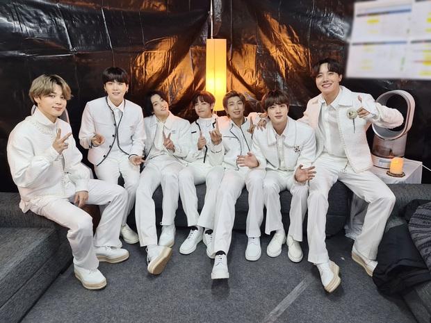 Top 30 nhóm nhạc nam hot nhất xứ Hàn: BTS mở bát xưng vương năm mới, choáng nhất là thứ hạng cả dàn idol nhà SM - Ảnh 2.