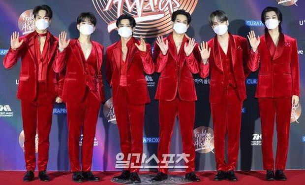 Thảm đỏ Grammy Hàn Quốc 2021: Thành viên Oh My Girl mặc đồ thảm họa, em út sexy nhất Kpop Hwasa và Jessi hở bạo kệ trời rét âm độ - Ảnh 21.