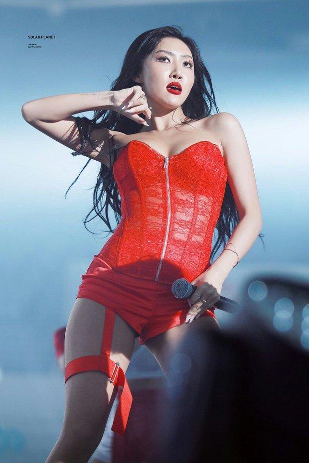Màn hở bạo nhất Grammy Hàn Quốc 2021: Hwasa (MAMAMOO) như mặc đồ bơi, suýt hớ hênh vì vũ đạo nóng mắt làm lộ cả mảng lưng trần - Ảnh 12.
