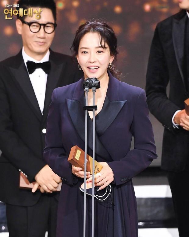 Song Ji Hyo từng cảm ơn dàn sao Running Man nhưng lại tổn thương Lee Kwang Soo tại lễ trao giải, lý do là gì đây? - Ảnh 3.