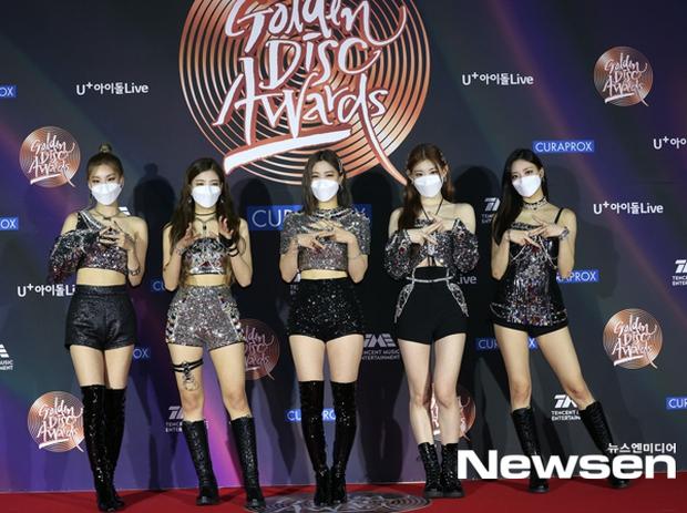 Thảm đỏ Grammy Hàn Quốc 2021: Thành viên Oh My Girl mặc đồ thảm họa, em út sexy nhất Kpop Hwasa và Jessi hở bạo kệ trời rét âm độ - Ảnh 10.