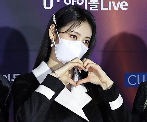 Thảm đỏ Grammy Hàn Quốc 2021: Thành viên Oh My Girl mặc đồ thảm họa, em út sexy nhất Kpop Hwasa và Jessi hở bạo kệ trời rét âm độ - Ảnh 14.