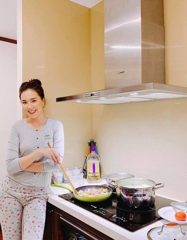 MC Mai Ngọc VTV sống trong căn hộ cực đẳng cấp, nhìn phòng bếp và ban công là biết thuộc team nghiện nhà - Ảnh 9.