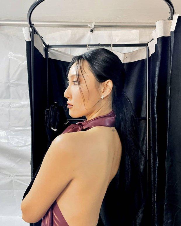 Màn hở bạo nhất Grammy Hàn Quốc 2021: Hwasa (MAMAMOO) như mặc đồ bơi, suýt hớ hênh vì vũ đạo nóng mắt làm lộ cả mảng lưng trần - Ảnh 9.