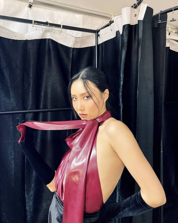 Màn hở bạo nhất Grammy Hàn Quốc 2021: Hwasa (MAMAMOO) như mặc đồ bơi, suýt hớ hênh vì vũ đạo nóng mắt làm lộ cả mảng lưng trần - Ảnh 10.
