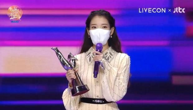 BTS xuất hiện đủ 7 người nhận giải nhưng lại mất Daesang về tay IU tại Grammy Hàn Quốc 2021; BLACKPINK, Red Velvet ở nhà vẫn có giải - Ảnh 2.