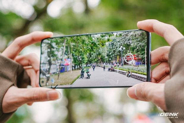 Trên tay Xiaomi Mi 11 tại Việt Nam: Smartphone đầu tiên với chip Snapdragon 888, giá 16 triệu đồng - Ảnh 12.