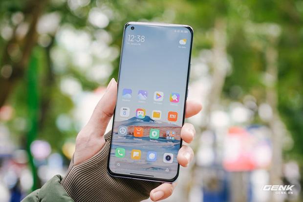 Trên tay Xiaomi Mi 11 tại Việt Nam: Smartphone đầu tiên với chip Snapdragon 888, giá 16 triệu đồng - Ảnh 13.