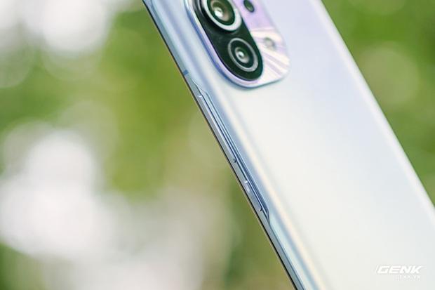 Trên tay Xiaomi Mi 11 tại Việt Nam: Smartphone đầu tiên với chip Snapdragon 888, giá 16 triệu đồng - Ảnh 20.