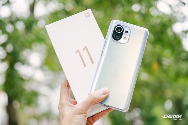 Trên tay Xiaomi Mi 11 tại Việt Nam: Smartphone đầu tiên với chip Snapdragon 888, giá 16 triệu đồng - Ảnh 4.