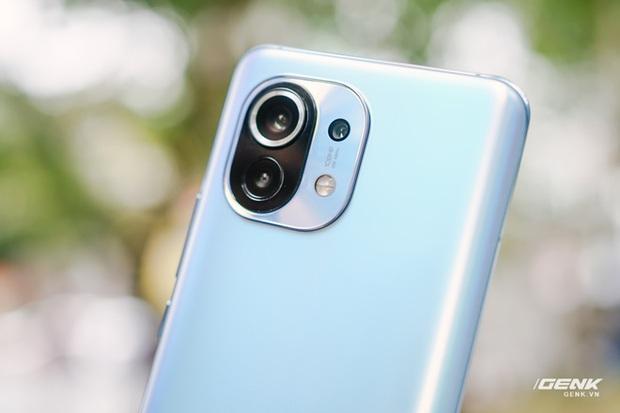 Trên tay Xiaomi Mi 11 tại Việt Nam: Smartphone đầu tiên với chip Snapdragon 888, giá 16 triệu đồng - Ảnh 10.