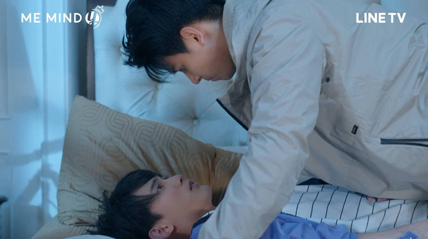 Chồng vắng nhà, bé thụ TharnType 2 hết lăn giường với trai lạ lại suýt bị tiểu tam cưỡng hôn ở tập 9 - Ảnh 4.