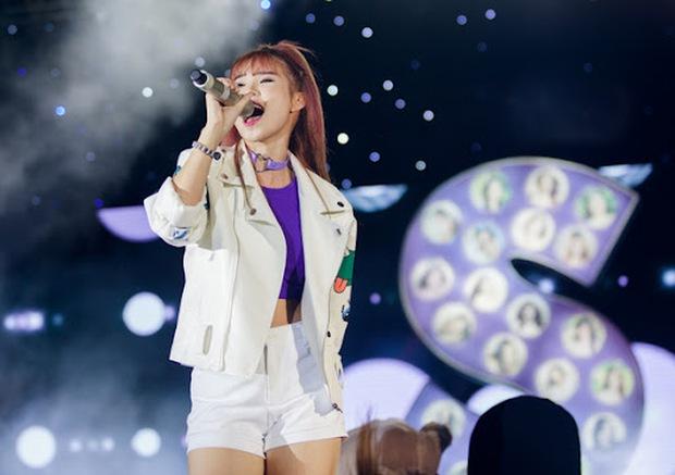 Dancer kể lại kỷ niệm với Khởi My: Chủ động tám chuyện cực thân thiện, khẳng định thời đỉnh cao nổi tiếng như idol Kpop - Ảnh 4.
