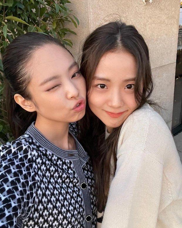 Jisoo - Jennie (BLACKPINK) hẹn hò giữa Paris Fashion Week, nhìn mặt mộc mà netizen phải thốt lên: Thể nào được tôn là biểu tượng nhan sắc! - Ảnh 2.