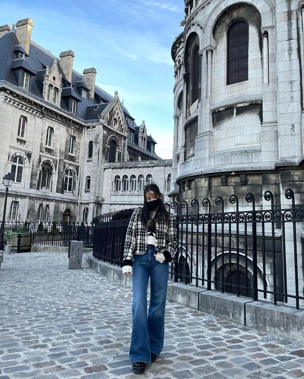 Jisoo - Jennie (BLACKPINK) hẹn hò giữa Paris Fashion Week, nhìn mặt mộc mà netizen phải thốt lên: Thể nào được tôn là biểu tượng nhan sắc! - Ảnh 11.