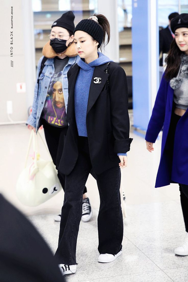 Jennie sắm đồ đơn giản hơn bạn nghĩ, chỉ mua quần đen ống rộng mà phối được hẳn 8891 bộ đồ - Ảnh 8.