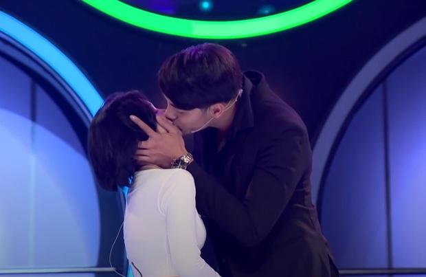 Giữa drama của soái ca 1m83, Phạm Đình Thái Ngân bỗng bị réo tên vì nụ hôn tình bạn gây ức chế 6 tháng trước! - Ảnh 1.