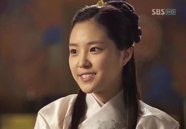 4 mỹ nhân Hàn bị dìm tơi tả ở tạo hình cổ trang: Yoona mất danh hiệu nữ thần, trùm cuối tới fan cũng nhận không ra - Ảnh 8.