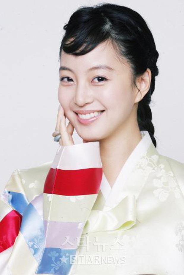 4 mỹ nhân Hàn bị dìm tơi tả ở tạo hình cổ trang: Yoona mất danh hiệu nữ thần, trùm cuối tới fan cũng nhận không ra - Ảnh 6.