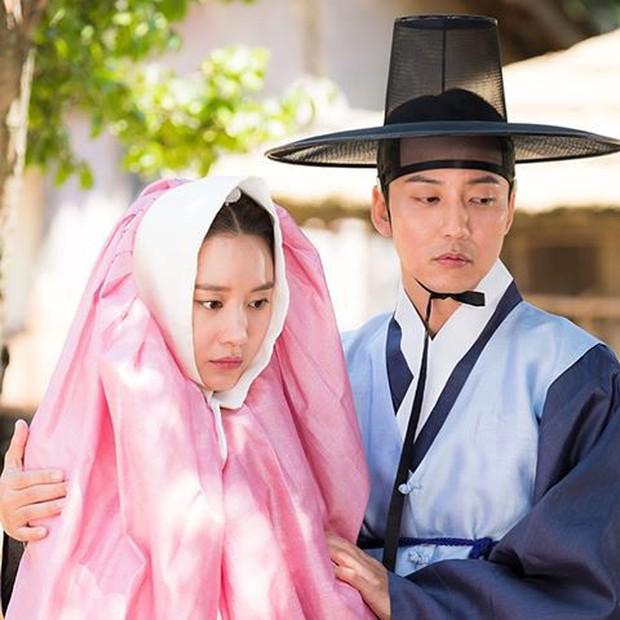 4 mỹ nhân Hàn bị dìm tơi tả ở tạo hình cổ trang: Yoona mất danh hiệu nữ thần, trùm cuối tới fan cũng nhận không ra - Ảnh 5.