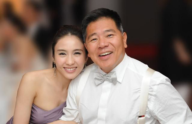 Đệ nhất mỹ nhân TVB Lê Tư khoe ảnh sinh nhật tuổi 50, ông xã tỷ phú và em trai tàn tật hiếm hoi lộ diện bèn chiếm luôn spotlight - Ảnh 7.