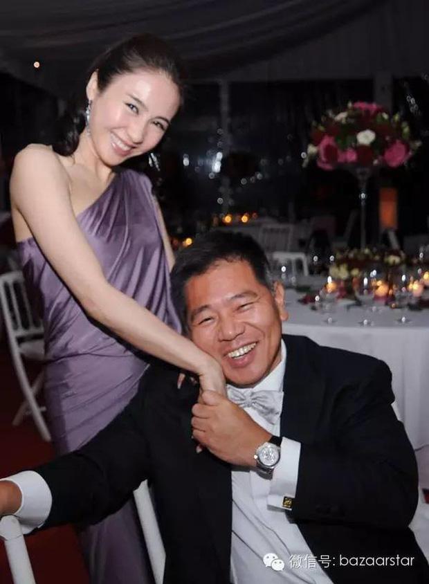 Đệ nhất mỹ nhân TVB Lê Tư khoe ảnh sinh nhật tuổi 50, ông xã tỷ phú và em trai tàn tật hiếm hoi lộ diện bèn chiếm luôn spotlight - Ảnh 6.