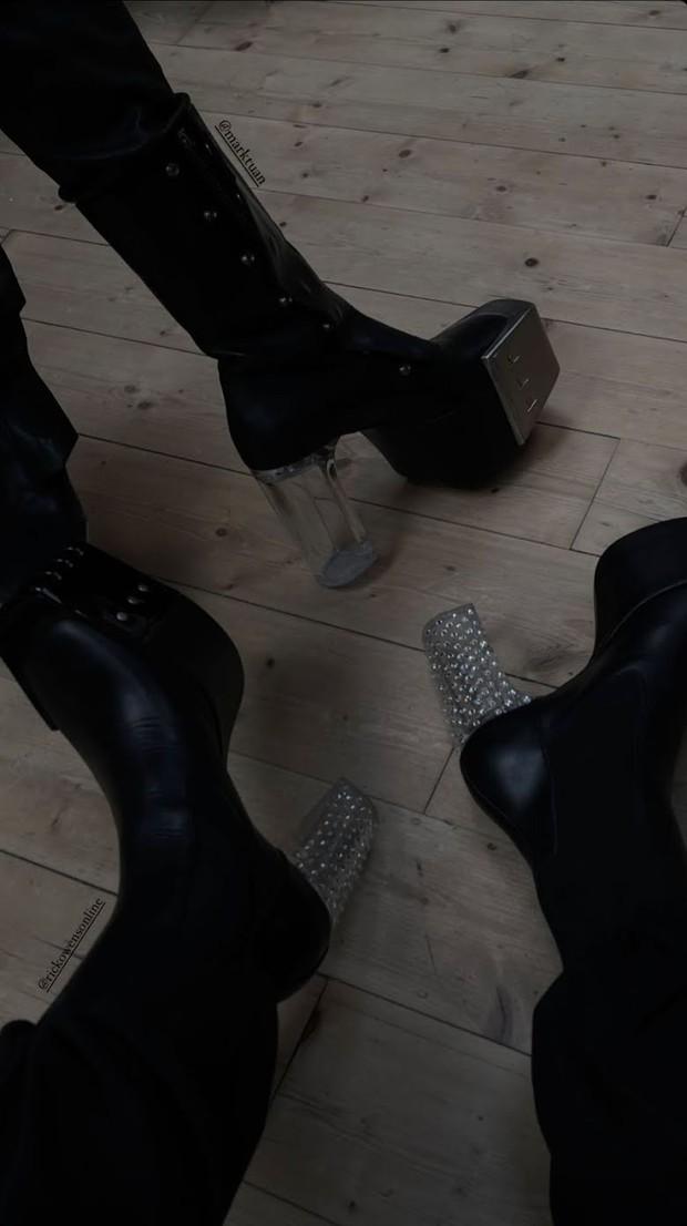 Mark lần đầu lộ diện sau nghi vấn hẹn hò Rosé (BLACKPINK): Bùng nổ visual ở Paris Fashion Week, kéo xuống chân mà sốc nặng - Ảnh 4.