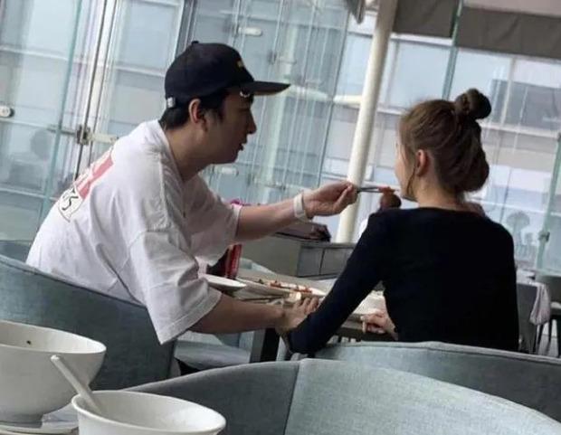 Vì sao thiếu gia giàu nhất Trung Quốc Vương Tư Thông không bao giờ hẹn hò với mỹ nhân showbiz? - Ảnh 3.