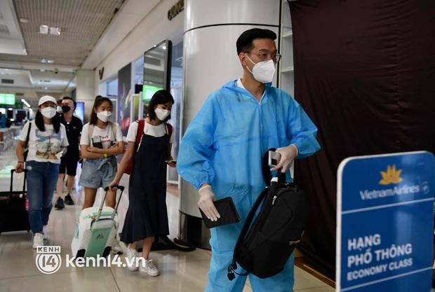HỎA TỐC: Hà Nội cho phép hành khách bay từ TP.HCM tự theo dõi sức khỏe tại nhà, không phải cách ly tập trung - Ảnh 1.