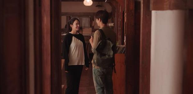Nhìn Shin Min Ah và rich kid Penthouse mặc áo na ná nhau để thấy tầm quan trọng của việc mix đồ - Ảnh 2.