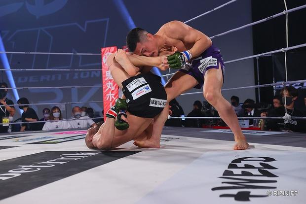 Huyền thoại MMA Nhật Bản có pha bẻ tay kinh hoàng, khiến đối thủ phải giải nghệ trong đau đớn - Ảnh 3.