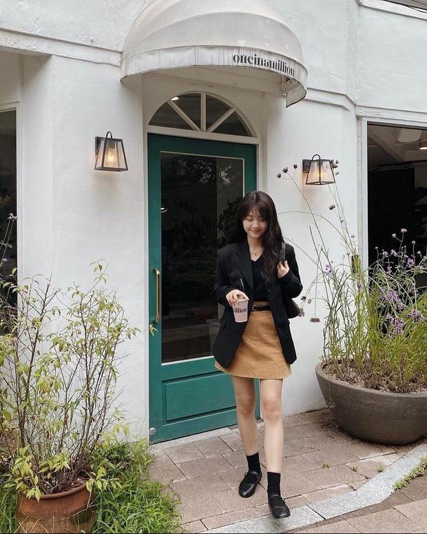 Chân không thon dài vẫn có vài cách khắc phục để trông bạn sang, xịn như gái Hàn đó - Ảnh 1.