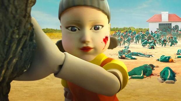 Té xỉu nguyên mẫu bé búp bê ám ảnh ở Squid Game: Kinh điển đến độ lên cả phim lẫn K-pop, dân Hàn giờ chắc sợ tới già! - Ảnh 7.