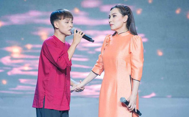Giữa bão cát xê, clip Hồ Văn Cường cười giòn giã trao bảng 200 triệu cho cố ca sĩ Phi Nhung hot trở lại - Ảnh 6.