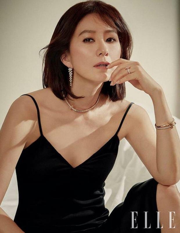 Ngỡ ngàng với visual hồi trẻ của bà cả Kim Hee Ae: Biểu tượng sắc đẹp một thời, diễn xuất đỉnh cao khó ai sánh bằng - Ảnh 1.